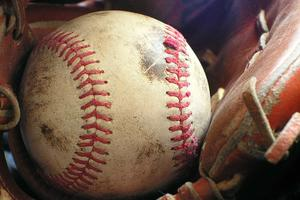 Relacionada softball-1354947_1280.jpg