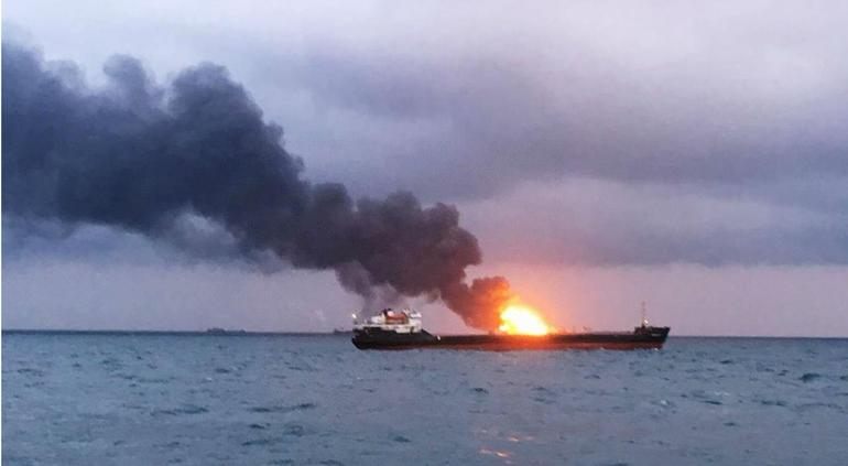 Incendio de dos buques GLP deja once tripulantes muertos