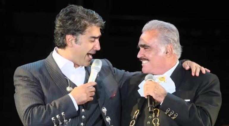 Alejandro Fernandez felicita a Vicente Fernandez por su cumpleaños