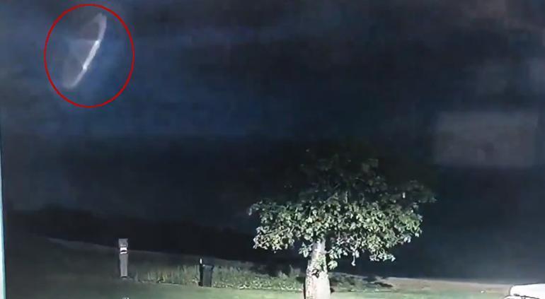 Mundo Web: Un extraño objeto surcó el cielo australiano durante una tormenta