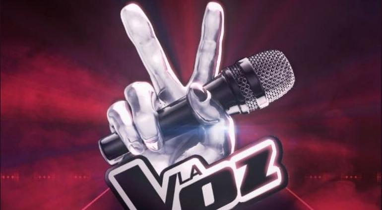 Belinda y Yahir entre los coaches de La Voz en TV Azteca