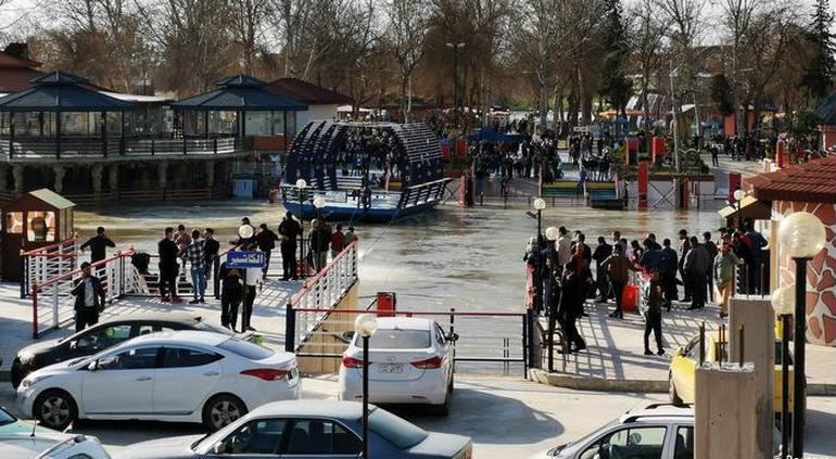 El momento del naufragio de un ferry que provocó casi 100 muertos