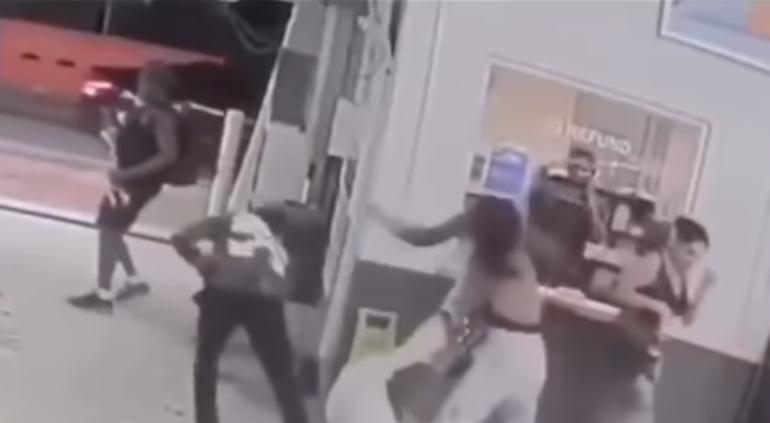 Boxeadores golpearon a dos mujeres