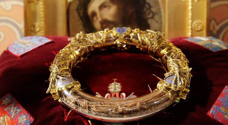 Sacerdote arriesga la vida para salvar reliquias en incendio de Notre Dame