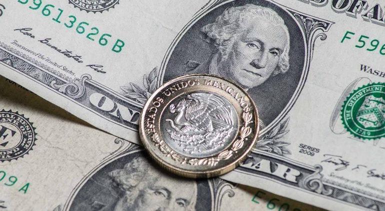 Tipo de cambio cierra la semana sobre los 19 pesos por dólar