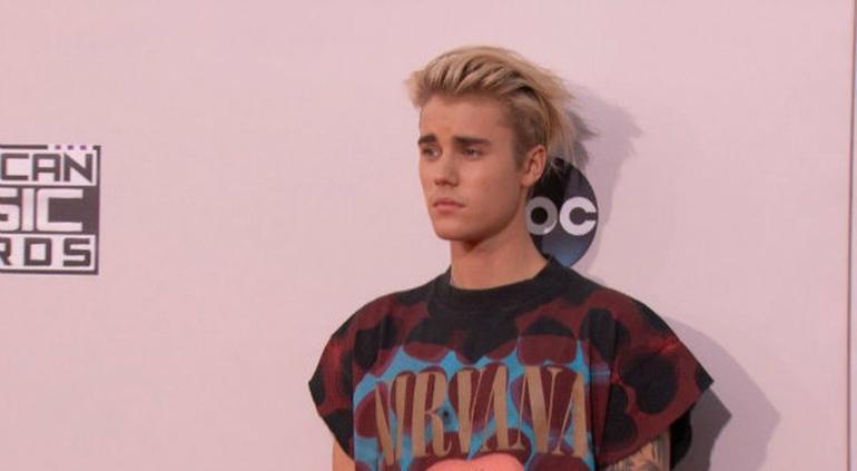 Ed Sheeran y Justin Bieber, acusados de plagio