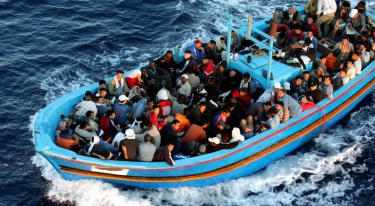 Naufraga embarcación y mueren 70 migrantes que se dirigían a Europa