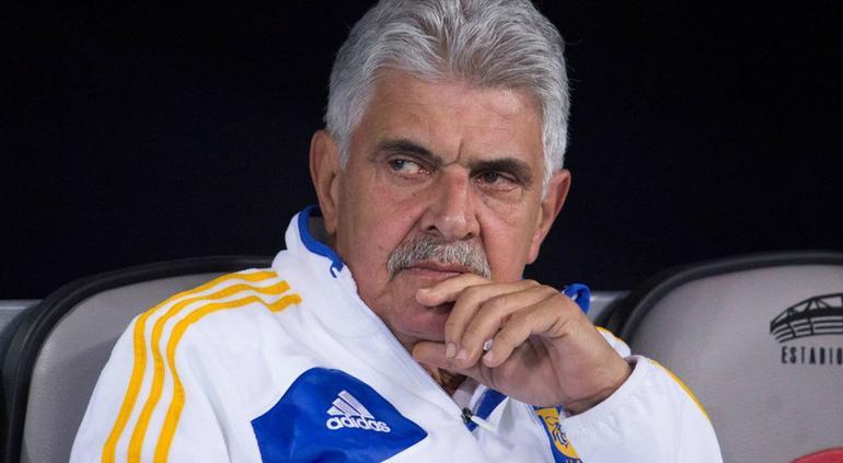 Ricardo Ferretti: La cancha de Rayados es un cochinero