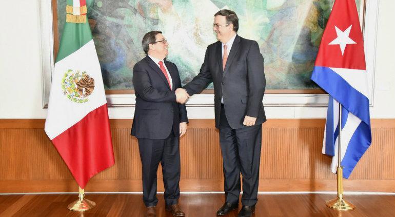 Aborda Ebrard migración cubana en México