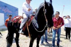 Relacionada amlo-caballo-camargo.jpg