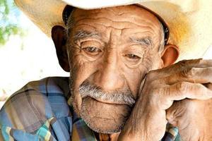 Relacionada anciano.jpg