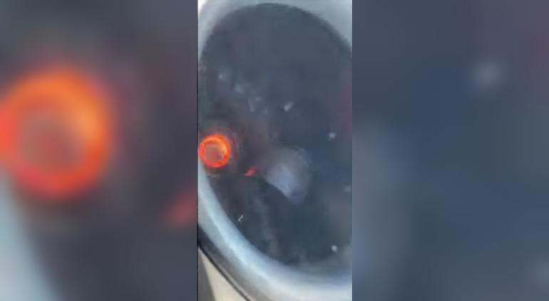 #Video Turbina de avión falla y se incendia en pleno vuelo