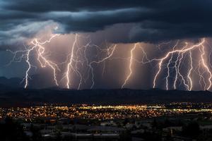 Relacionada 5-cosas-que-no-deberias-hacer-durante-una-tormenta-electrica.jpg