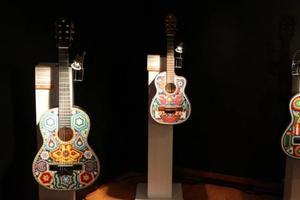 Relacionada arte_huichol_guitarras.jpg