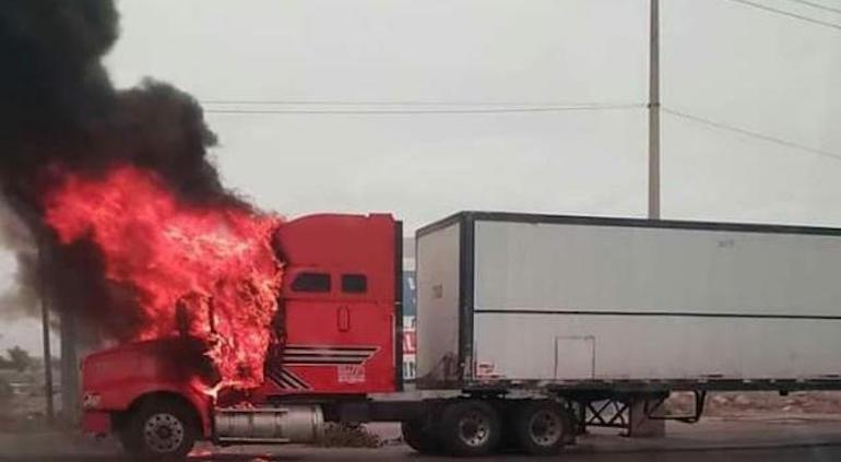 Tráiler incendiado provocó cierre en la carretera Casas Grandes - Puente Libre La Noticia Digital