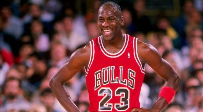Por apuesta Michael Jordan jugó ebrio y anotó 44 puntos con Bulls