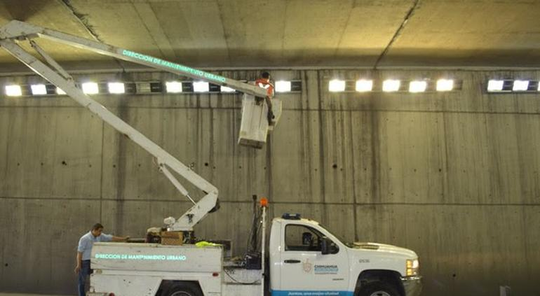Arreglan iluminación en paso a desnivel de Cantera y San Felipe - El Tiempo de México