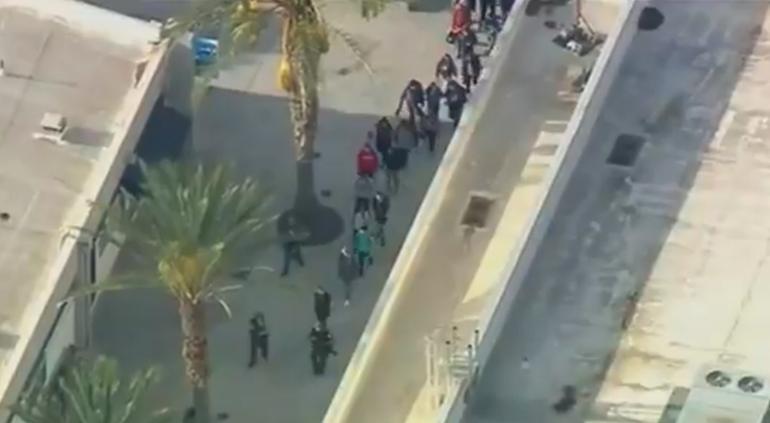 Tiroteo en escuela secundaria de Santa Clarita, California; 7 heridos