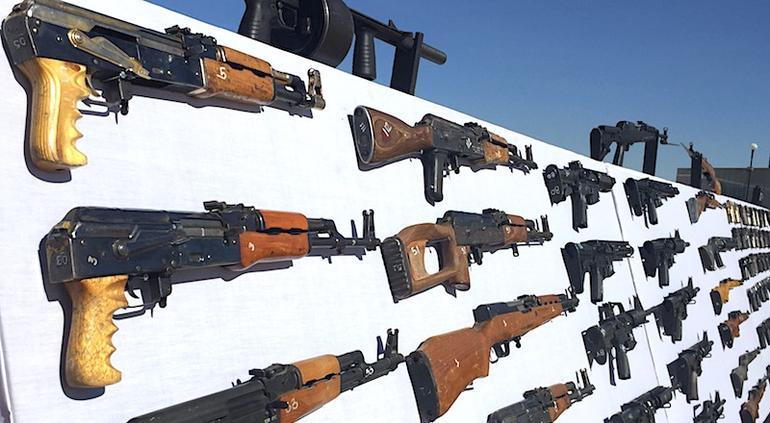 Cárteles ocultan armas de EU en lavadoras y televisiones: Sedena