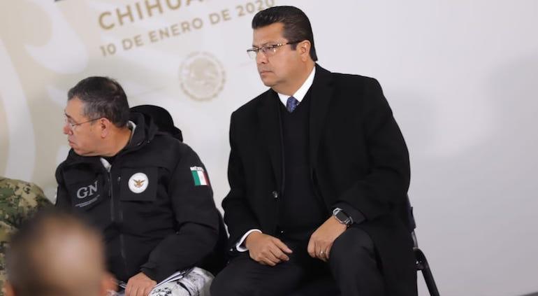 Protestan contra familia LeBarón durante gira de trabajo de AMLO, en Chihuahua