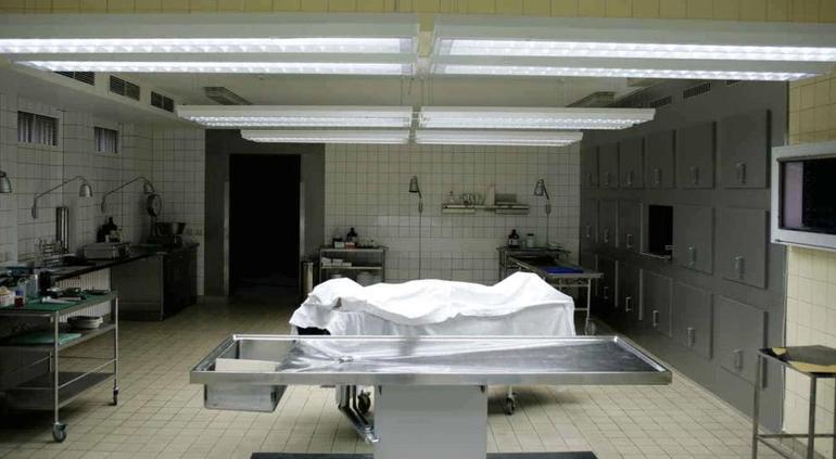 Una mujer declarada muerta revive en la morgue