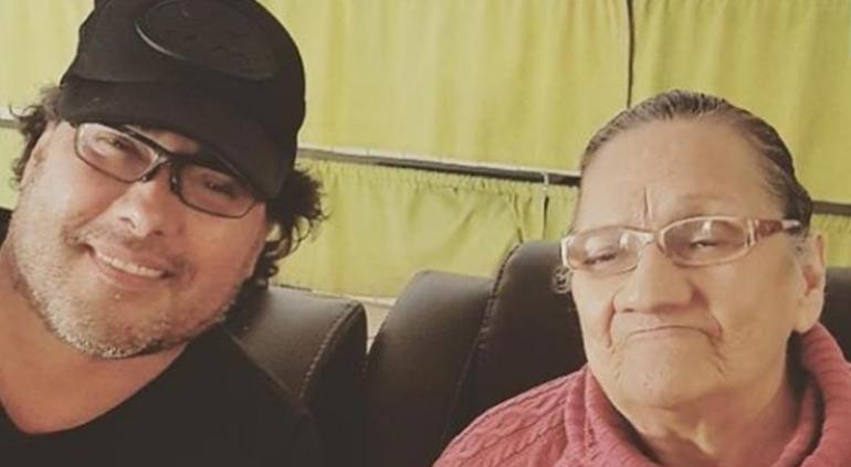 Muere la madre de Eduardo Yáñez, su primer amor
