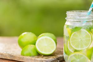 Relacionada agua-con-limon.jpg