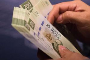 Relacionada bolsa-peso-jornada-12-febrero-sesion-tipo-cambio-dolar-mercados-financieros-economia-1200x675.jpg