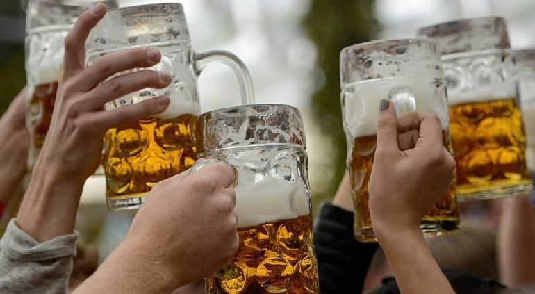 Niño de 11 años fallece durante una competencia de beber cerveza