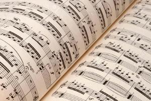 Relacionada 30659747-partituras-blanco-concepto-de-fondo-musical-foto-de-archivo.jpg