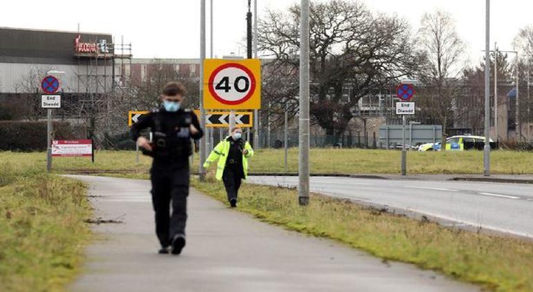 Desalojan fábrica de Astrazeneca en Gales por amenaza de bomba