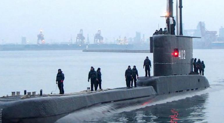Localizan restos de submarino desaparecido en Indonesia