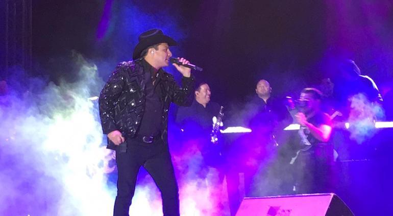 Pone a bailar Julión Álvarez a juarenses en el Grito | Tiempo